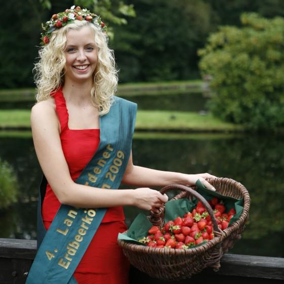 Die Langfördener Erdbeerkönigin Aylin (23)