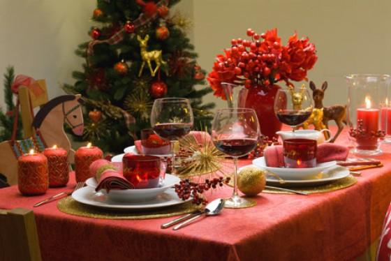 Prachtvoll gedeckter tisch weihnachtliche deko und Dekoration weihnachtstischdeko