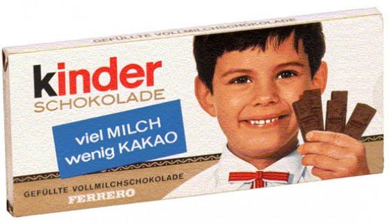 Da war er noch dunkelhaarig, der kleine Kinderschokoladen-Junge. Am leckeren Geschmack hat sich dafür zum Glück bis heute nichts geändert.