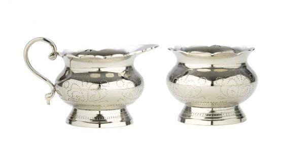 Milch & Zucker edel serviert in diesen beiden Kännchen.  Material: versilbert   Höhe 7,5 cm Hersteller: Lisbeth Dahl 29.90 euro
