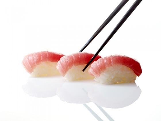 Reisessig verwendet man zum Würzen von Sushi-Reis