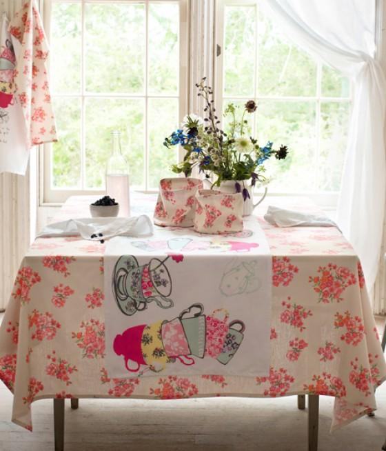 Tischdecke von H&M mit Blumenmuster