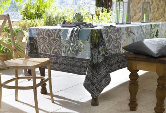 Tischdecke von Heine mit Blumen- und Paisley-Muster