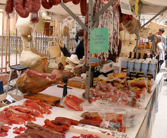 Markt in Soller/ Mallorca - Wurst und Schinken