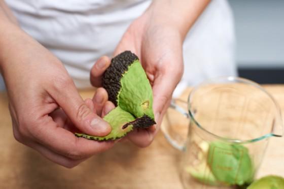 schritt 7 avocado sch len wie macht man eigentlich avocado 8 essen trinken. Black Bedroom Furniture Sets. Home Design Ideas