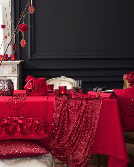 H&M Home rot gedeckter Esstisch