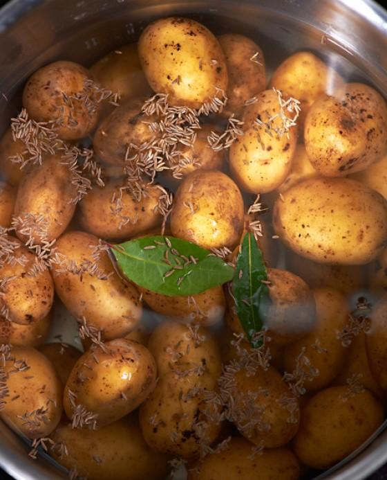 Kartoffeln in Salzwasser