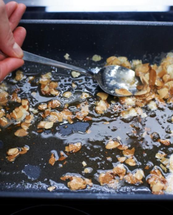 Mandeln in Butter zerlassen