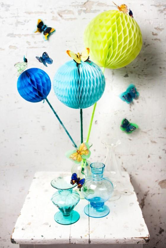 Mit diesen Wabenbällen in den frühlingsfrischen Farben  limonengrün, türkis und royalblau lassen sich tolle frühlingshafte Dekoideen umsetzen. Preis für das 3er Set ca. 13,00 Euro.