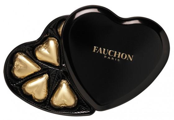 schwarze Herzbox mit Pralinen von Oschaetzchen