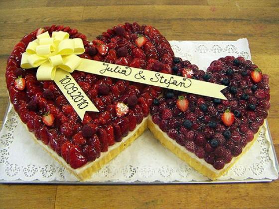 Weiße Blüten - Hochzeitstorten zum Bestellen - 1 - [ESSEN & TRINKEN]