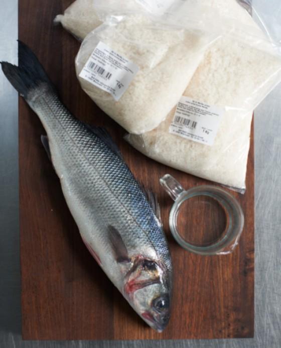 Die Grundzutaten für Fisch im Salzteig