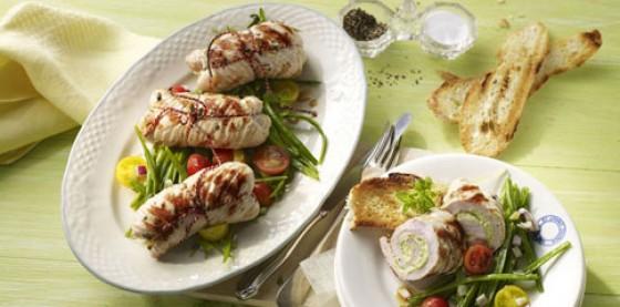 Frühlingsgenuss: Putenrouladen mit Bärlauch und Bohnensalat