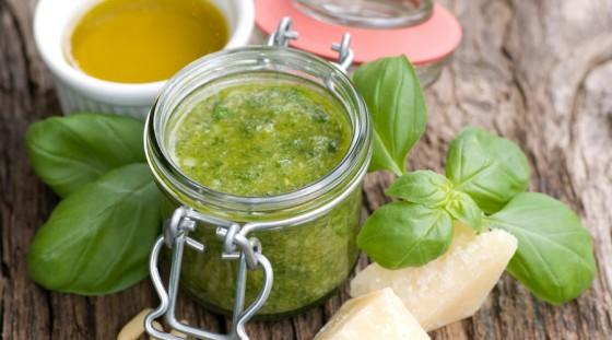 Pesto mit Zutaten