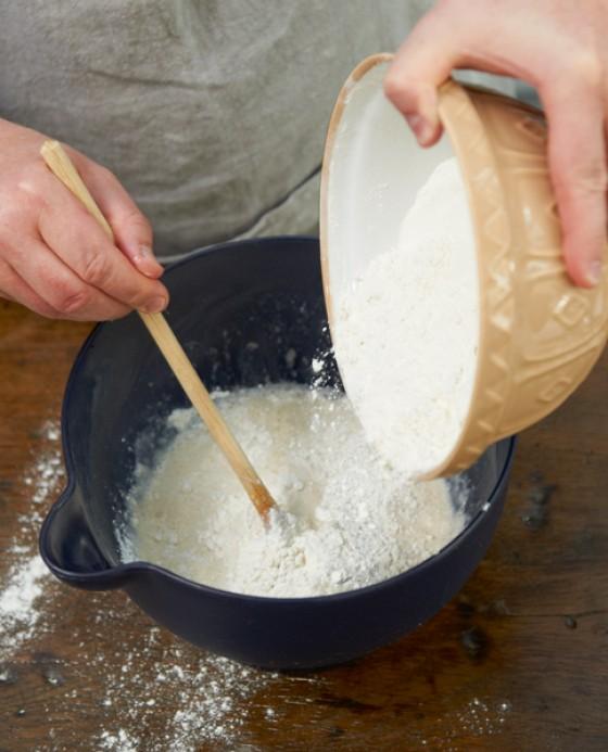 Restliches Mehl unterrühren