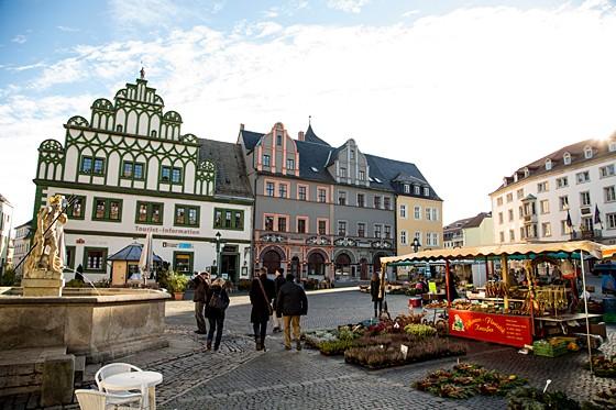 Weimar essen+trinken 1/2014: Vorm Rathaus auf dem Markt
