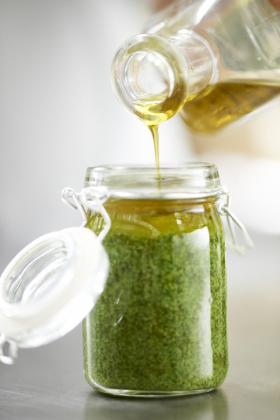 Mit Olivenöl auffüllen