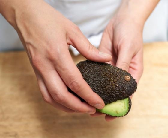 Avocado aufdrehen