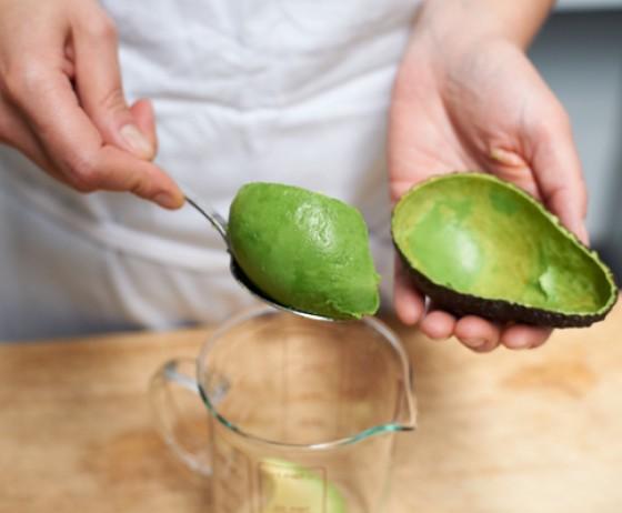 wann ist eine avocado reif wie macht man eigentlich avocado 1 essen trinken. Black Bedroom Furniture Sets. Home Design Ideas