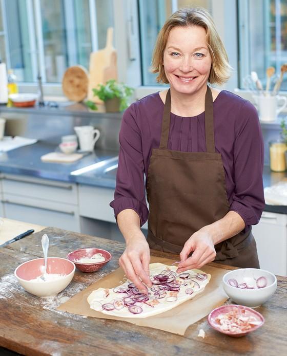 »e&t«-Köchin Anne Haupt zeigt, wie Sie Flammkuchen zu Hause ganz einfach selbst machen können