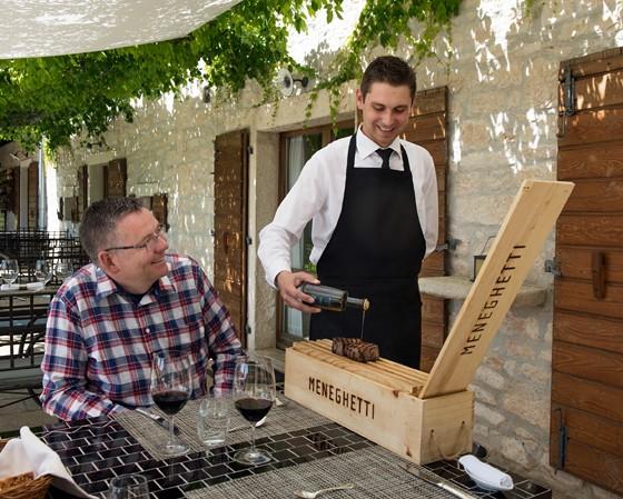 Kay-Henner-Menge-Restaurant-Meneghetti-Weinkiste-Istrien