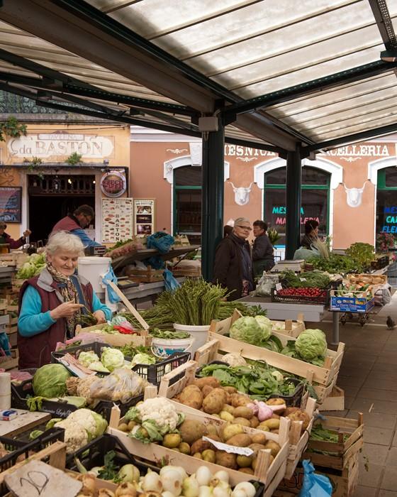 Markt-in-Rovinj-Istrien