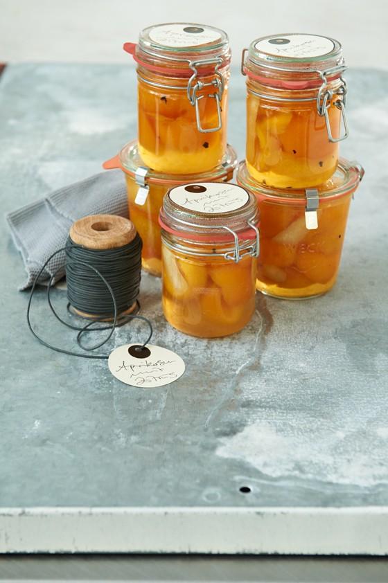 Aprikosen-mit-Orangenlikör-und-Zimtblüten-Aprikosen-Einmachen