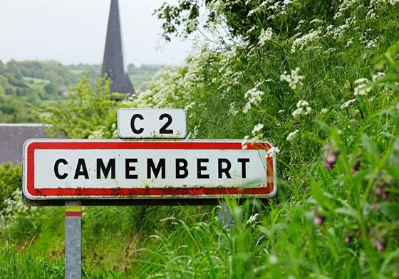 Ortsschild-Camembert-Normandie