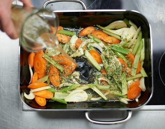 Angedünstetes-Gemüse-in-Dampfgarer-Dampfgaren