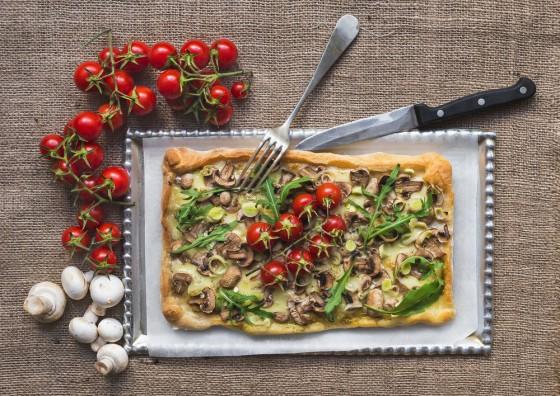 Veganer Käse auf der Pizza