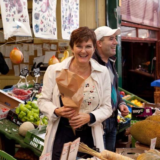 Eschi Fiege auf dem Wiener Naschmarkt