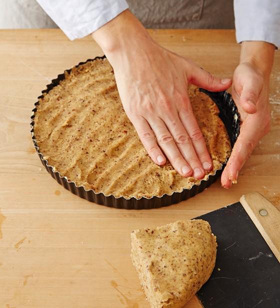 Teig-in-Form-drücken-Linzer-Torte