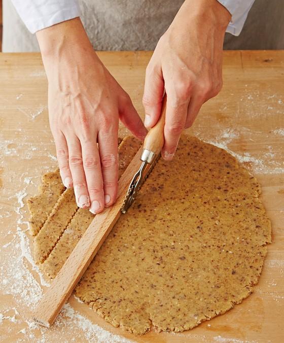 Teig-in-Streifen-schneiden-Linzer-Torte
