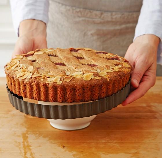 Kuchen-aus-Form-lösen-Linzer-Torte