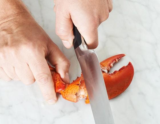 Scherenstück-mit-Messerrücken-aufklopfen-Hummer