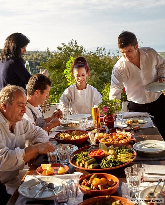 Kreta-kulinarische-Reise-gedeckte-Tafel-Agreco-Farm