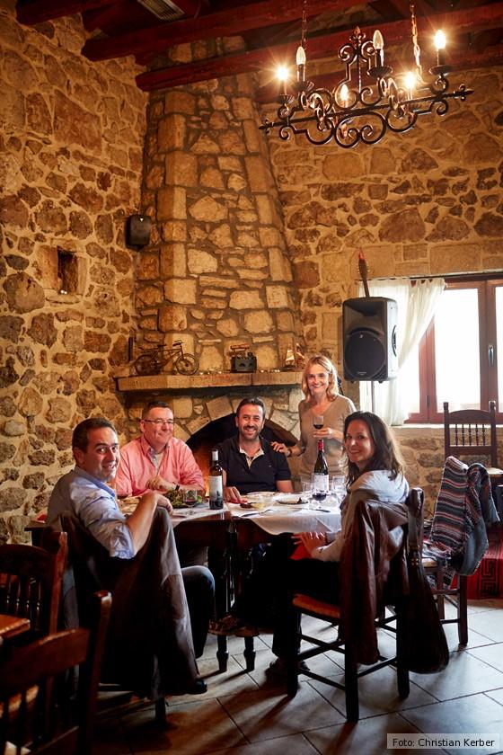 kulinarische-Reise-Kreta-Nikos-Douloufakis-Kay-Henner-Menge-Taverne-Arodamos