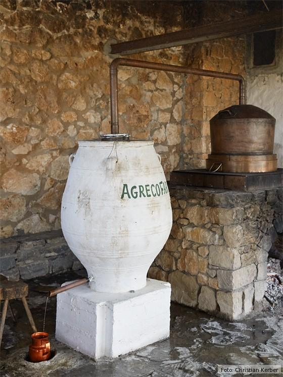 kulinarische-Reise-Kreta-kretischer-Raki-Tsikoudia
