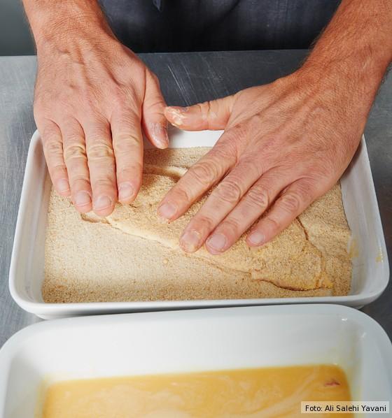 Wiener-Schnitzel-in-Semmelbrösel-wenden