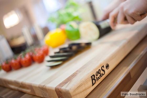 Schneidbrett-von-Boos-Blocks-mit-Gemüse