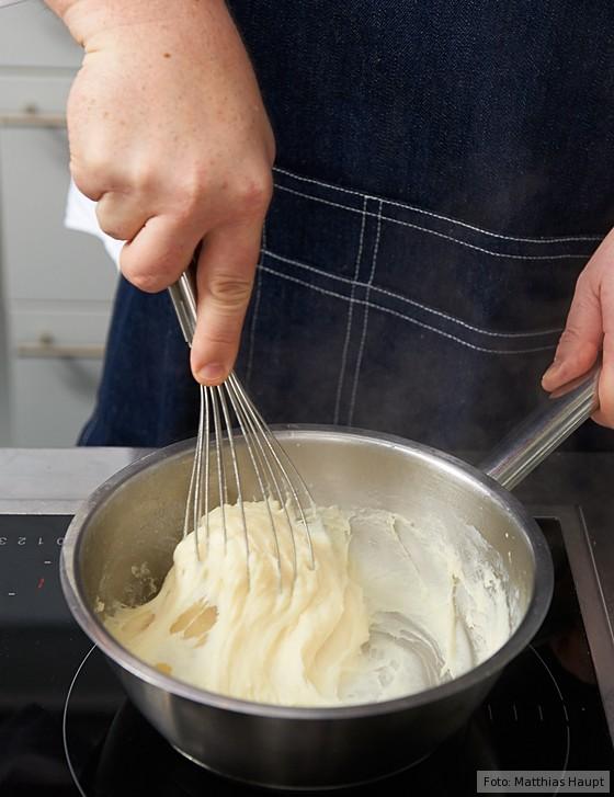 Soufflé, Milch unter Mehlbutter