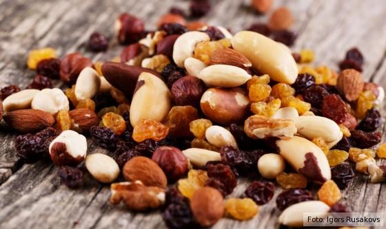 Nüsse, Nusskerne, Nuesse, Mandeln, Rosinen, Fette, gutes Fett, getrocknete Früchte, Studentenfutter, Haselnuss, Haselnüsse