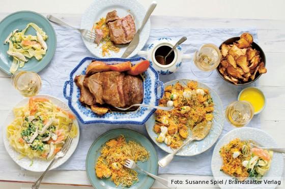 Gedeckter Wintertisch aus dem Kochbuch Vom Glück gemeinsam zu essen