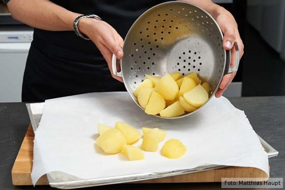 Kartoffeln ausdämpfen lassen
