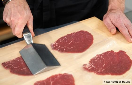 Fleischscheiben plattieren