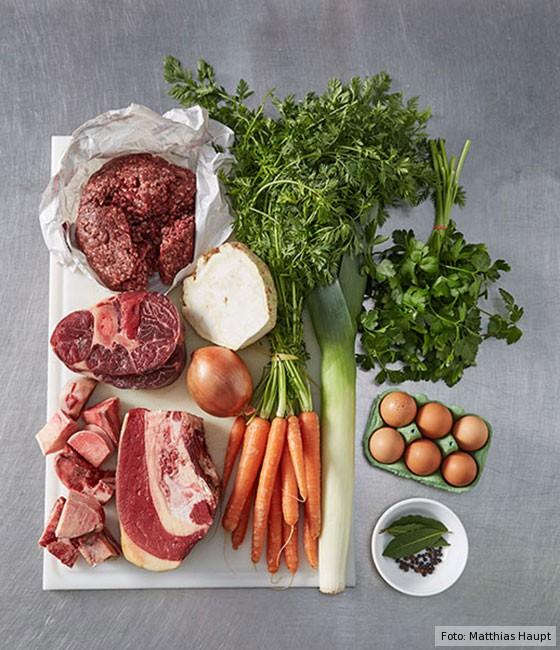 Consommé,  wie macht man, Grundrezept, Fleisch, Rind, Rinderknochen , Brühe, Suppe, Grundzutaten