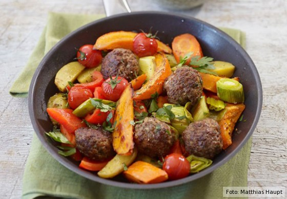 Für jeden Tag, Gemüsepfanne mit Hackbällchen, Rezept, Fleisch, Pfanne, Gemüse, Frikadellen