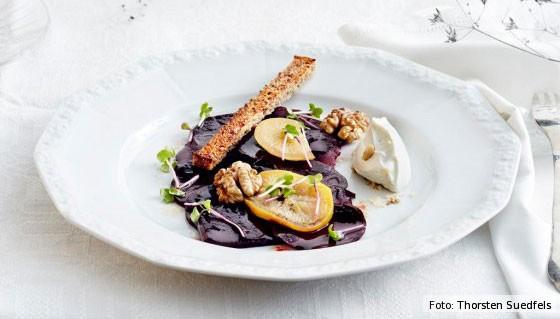 rote bete, rezepte, rübe, gemüse, salat, rote-bete-salat mit salzzitrone und käse-mousse