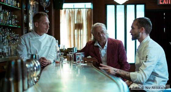 Charles Schumann um Film Schumanns Bargespräche mit Bartendern am Tresen